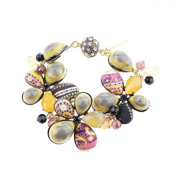 BRACELET WITH FLOWERS AND CABOCHON